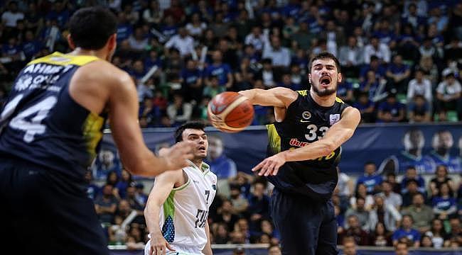 Fenerbahçe Bursa'da yarı finale yükseldi