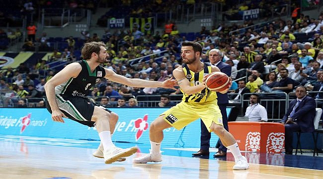 Fenerbahçe yarı finale galibiyetle başladı