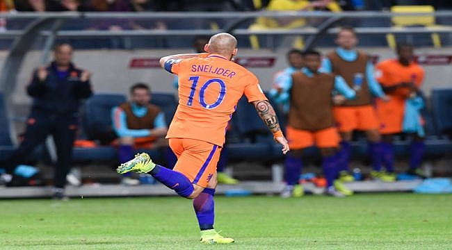 Sneijder tarihe geçmek üzere