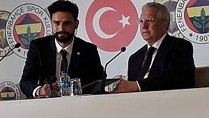 Mehmet Ekici imzayı Aziz Yıldırım'la birlikte attı