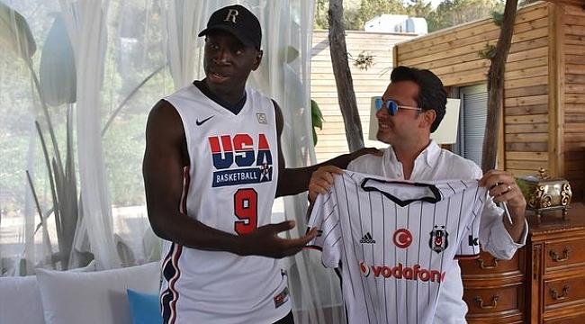 Demba Ba Fenerbahçe'ye hiç şans vermedi