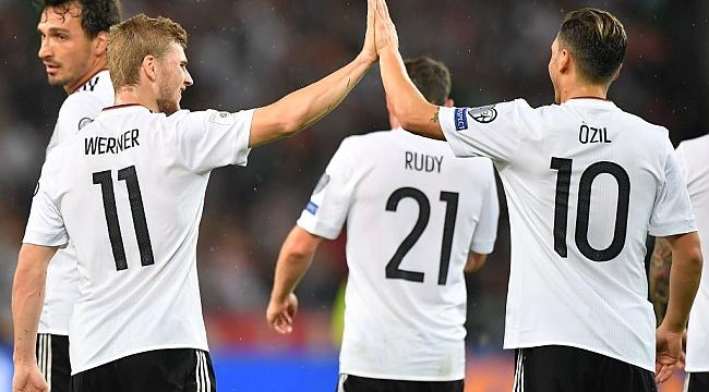 Mesut attı, Almanya kazandı