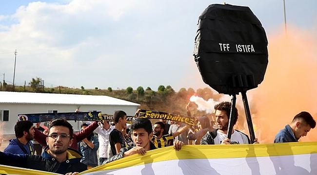 Fenerbahçe taraftarından TFF'ye protesto