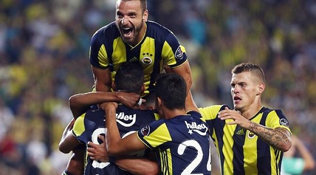 Fenerbahçe taraftarını 3 puanla selamladı
