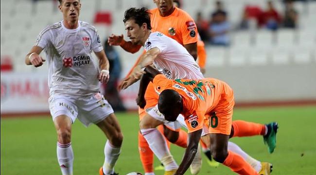 Sivasspor galibiyetle başladı