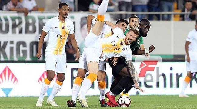 Akhisar'dan zirveyi karıştıran galibiyet: 3-0