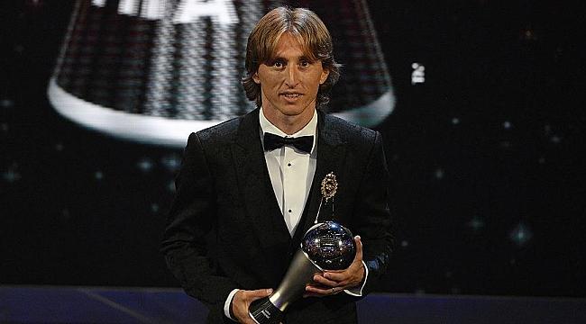 Luka Modric bir ödül de FIFA'dan aldı
