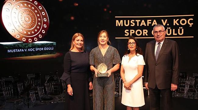 Mustafa Vehbi Koç Spor Ödülü'nün sahibi Yasemin Adar