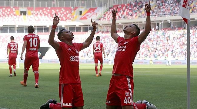 Robinho sezonu açtı, Sivas Bursa'yı geçti: 2-0