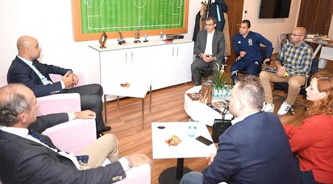 Tolunay Kafkas, Fenerbahçeli yöneticilerle bir araya geldi