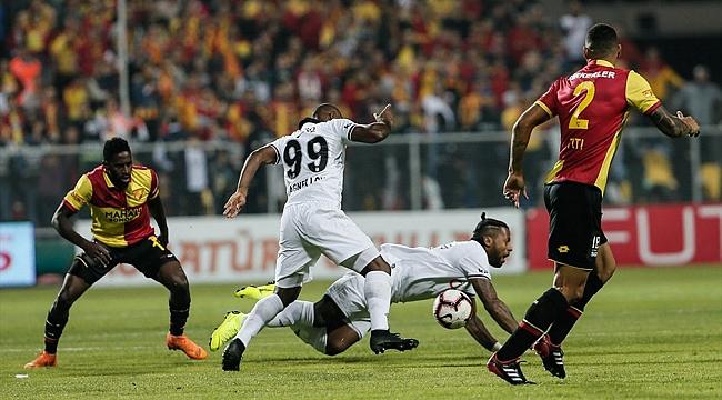 Beşiktaş'ta İzmir'den eli boş dönüyor: 0-2