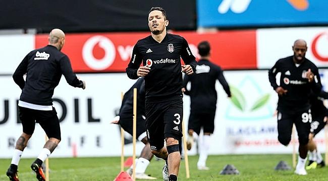 Beşiktaş'tan Adriano açıklaması