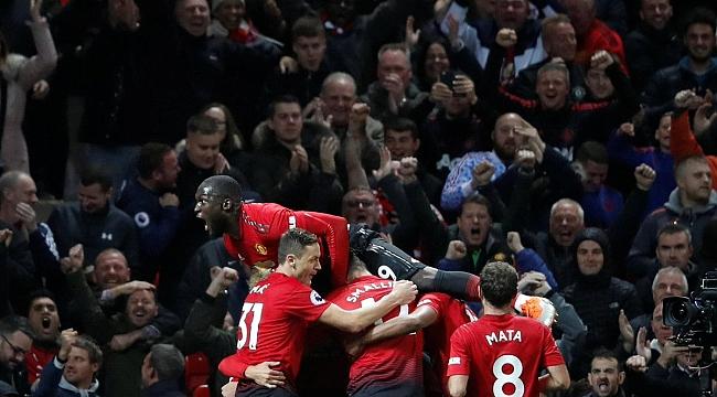 Manchester United Mourinho'yu ipten aldı