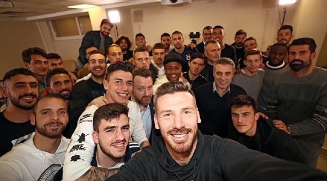 Fenerbahçe'de yeni transferlere basın toplantısı