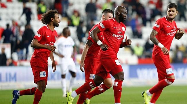 Akdeniz derbisinde kazanan Antalyaspor