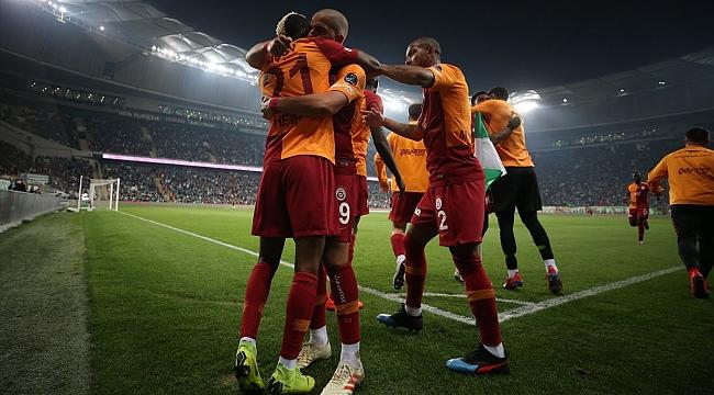 Galatasaray yarışı bırakmıyor