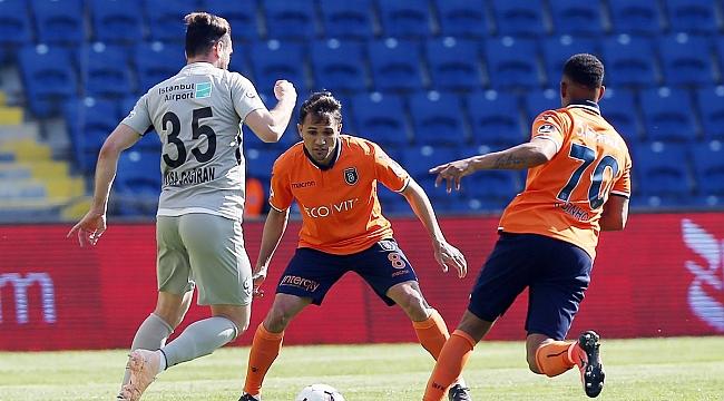 Başakşehir uzatma penaltısıyla puan aldı