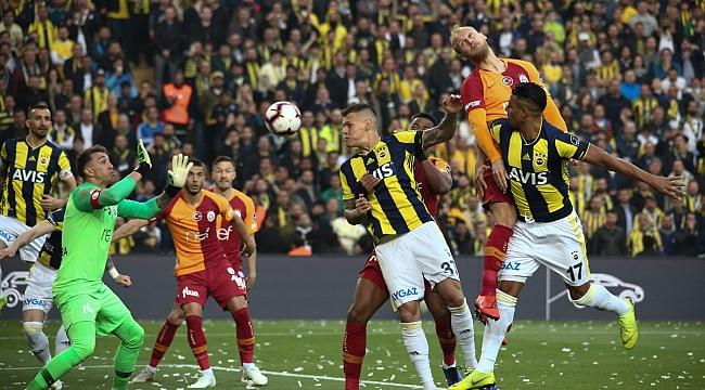 Galatasaray 10 kişi kalan Fenerbahçe'yi de yenemedi