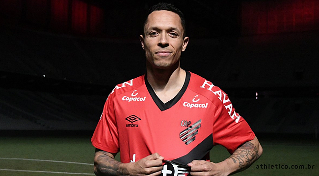 Adriano Paranaense'ye transfer oldu