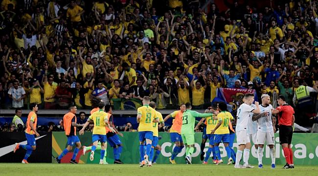 Dev maçta gülen Brezilya