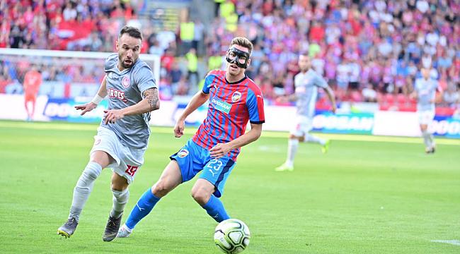 Valbuena'lı Olympiakos avantajlı dönüyor