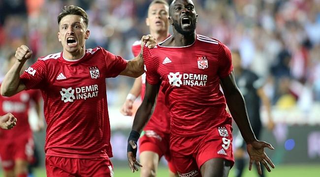 Sivasspor Beşiktaş'ı 3 golle geçti
