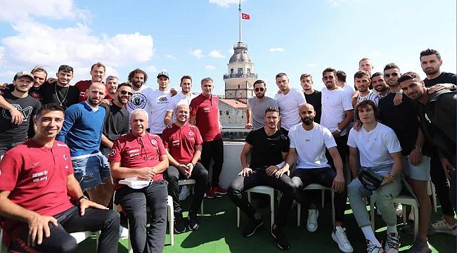 A Milli Takım tekne turu yaptı