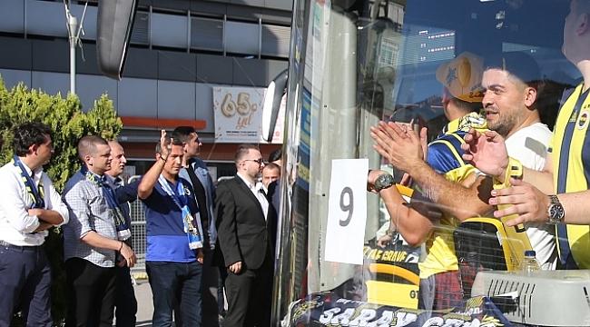 Başkan Ali Koç taraftarları maça uğurladı