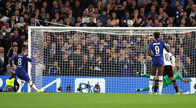 Cüneyt Çakır'ın yönettiği maçta Valencia Chelsea'yi devirdi