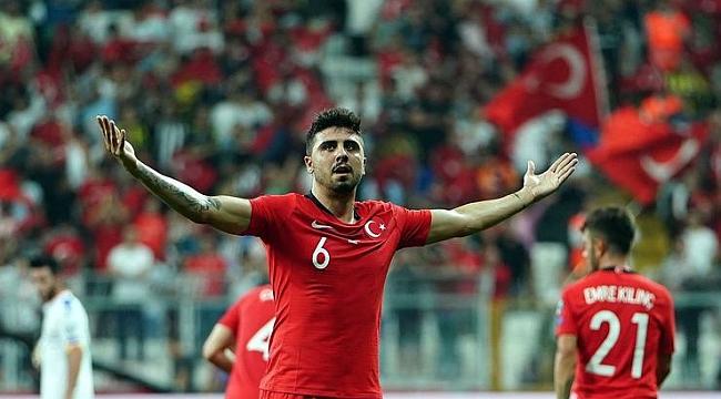 Hakan Çalhanoğlu kulübeye Ozan sahaya
