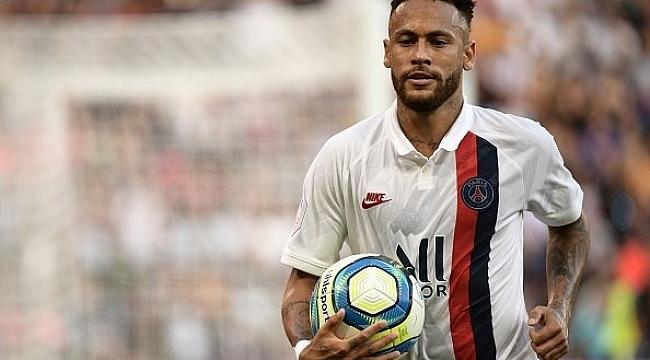 Neymar'dan protestolar altında süper gol