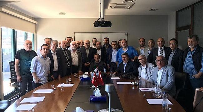 Ahmet Nur Çebi'ye dernek desteği