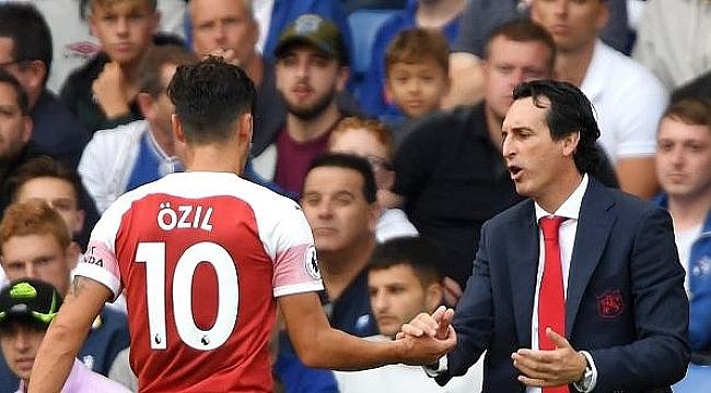 Arsenal'de Emery'den Mesut Özil eleştirilerine yanıt