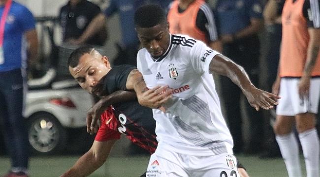 Beşiktaş'ta Diaby kadrodan çıkartıldı