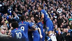 Chelsea kazandı, Tottenham takıldı