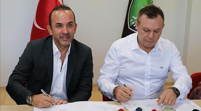 Denizlispor'da Mehmet Özdilek imzayı attı
