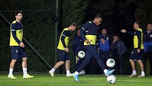 Fenerbahçe hazırlıklarını akşam idmanıyla sürdürdü