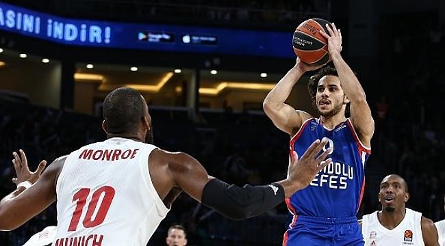 Anadolu Efes fark attı, Shane Larkin Euroleague rekoru kırdı