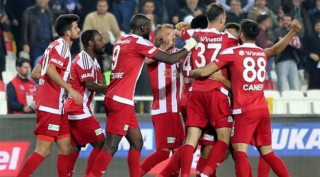DG Sivasspor liderliğe yükseldi