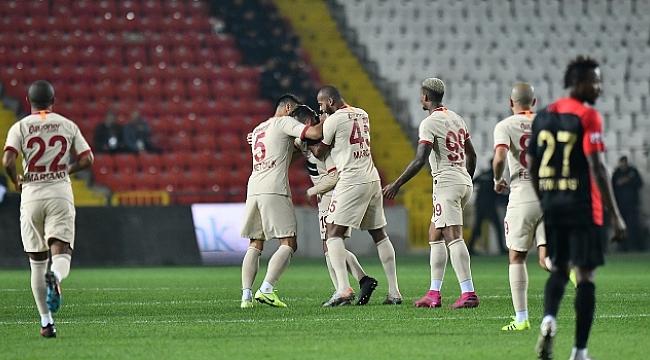 Galatasaray Gaziantep'ten galibiyetle dönüyor