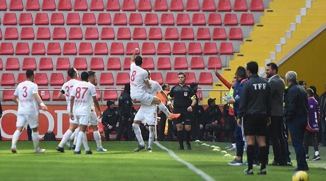 Sivasspor Kayseri'den lider dönüyor
