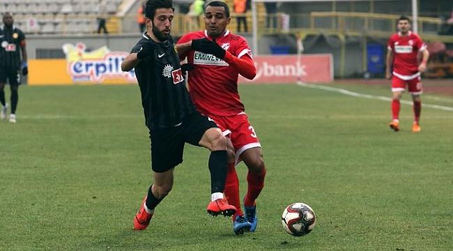 Boluspor 9 kişiyle Eskişehirspor'dan 1 puan aldı