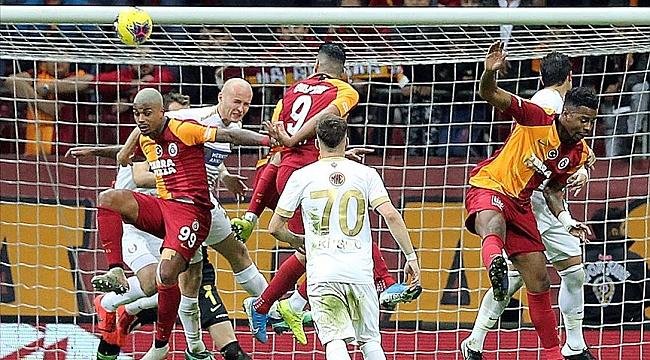 Galatasaray bu kez de son 5 dakikada 2-0'ı koruyamadı