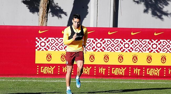 Galatasaray'da Radamel Falcao takımdan ayrı çalışmalara başladı