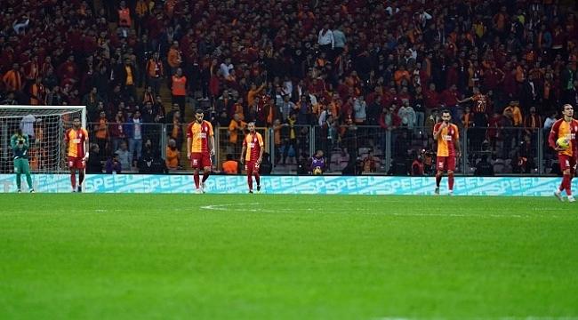 Galatasaray rakiplerinin eksik kaldığı 4 maçta 6 gol yedi