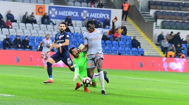 Medipol Başakşehir 2-0'la turladı