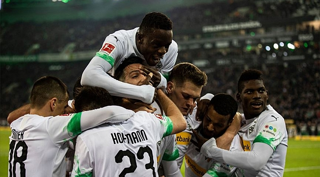 Mönchengladbach Bayern'i uzatmadaki penatıyla devirdi