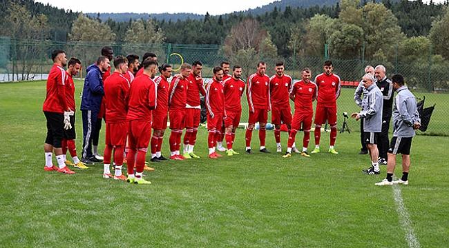 Sivasspor 10 bininci kombinesini sattı