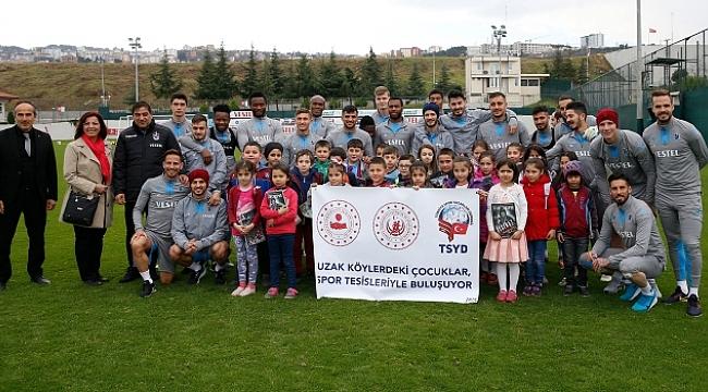 Uzak Köylerdeki öğrenciler Trabzonspor'la buluştu