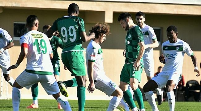 Konyaspor Bursaspor'u Thuram ve Miya'yla geçti